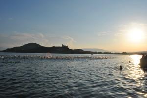 La partenza suggestiva sul Lago Maggiore dell' AronaMen Triathlon