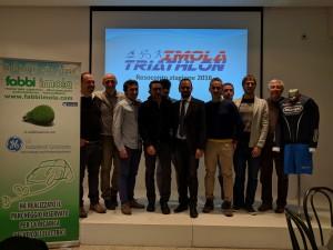 Imola Triathlon con gli sponsor, l'assessore Davide Tronconi e il presidente regionale FITRI Fabrizio Pezzi