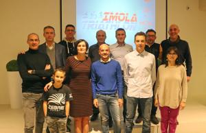 Rappresentanti dell'Imola Triathlon con sponsor e presidente regionale FITRI