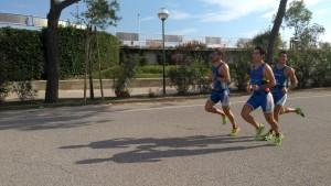 Cavina, Dall'Osso e Galassi durante i campionati italiani a squadre di triathlon sprint.